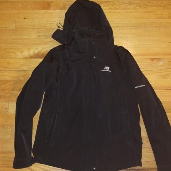 2bec22ed Hooded Women's New Balance jacket